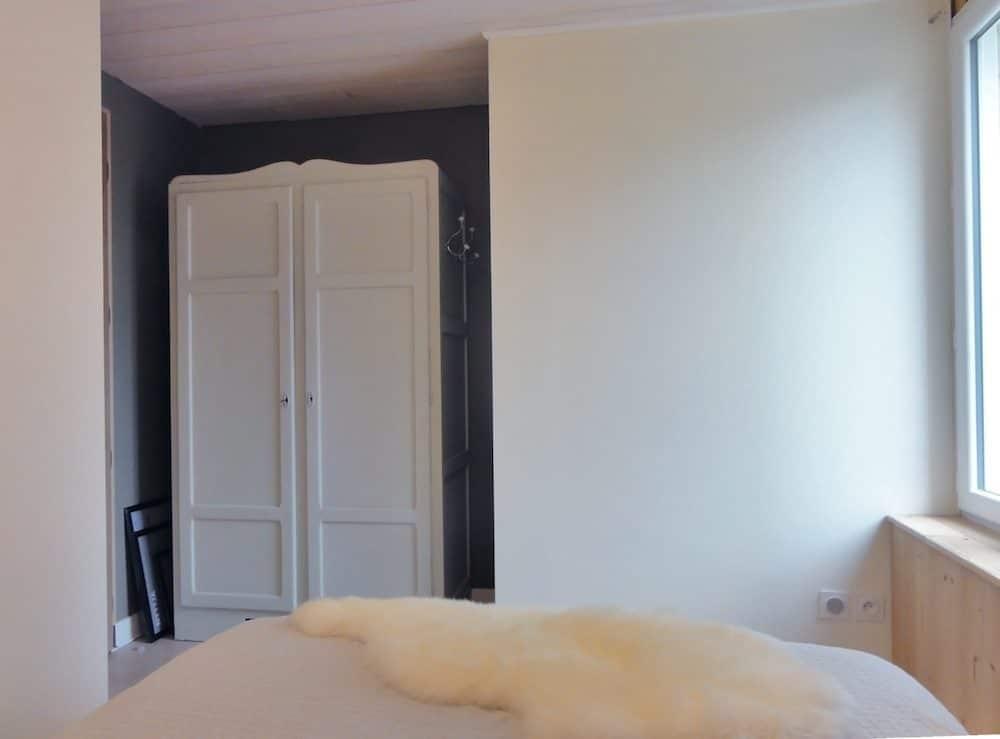 chambre de 8m2 cosy neve design. Black Bedroom Furniture Sets. Home Design Ideas