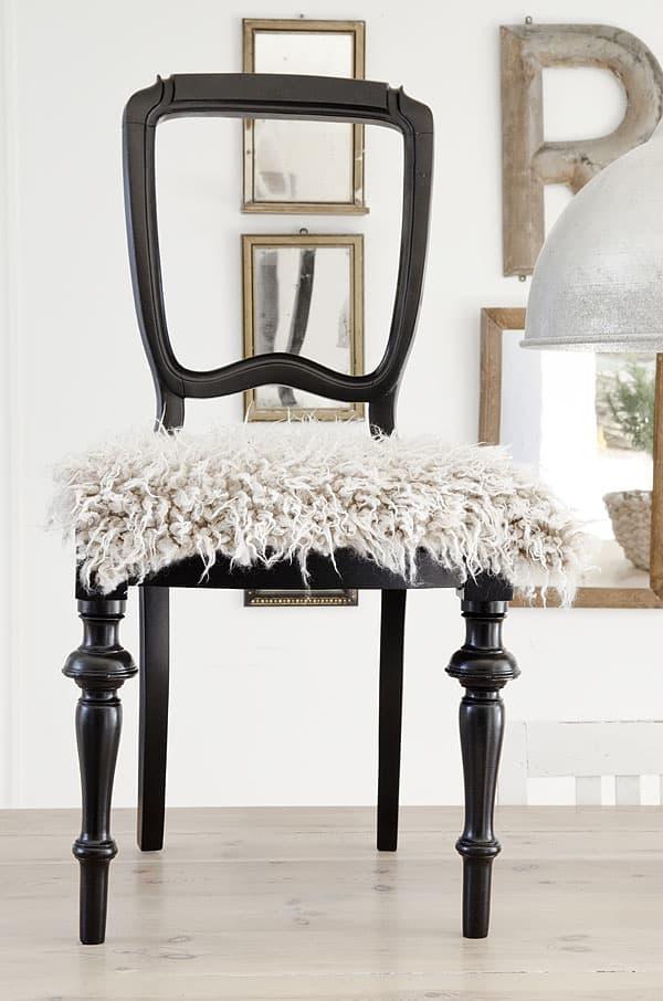 chaise noire peau