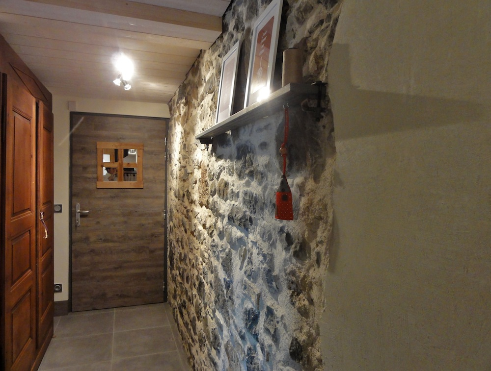 entry way stone wall