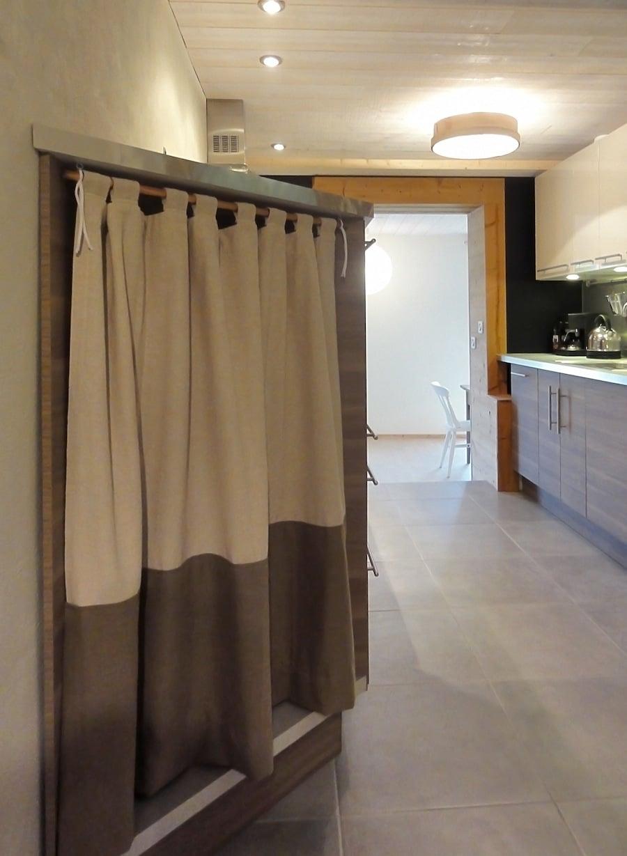 Cuisine ikea bois et moderne cosy neve design - Meuble a rideau pour cuisine ...