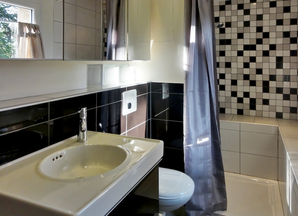 Apartment bathroom cosy neve design for Salle de bain 3d ikea