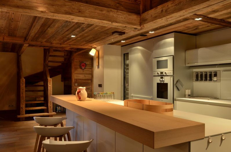 Visit this chalet in Savoy with rustic and modern design at a time.
