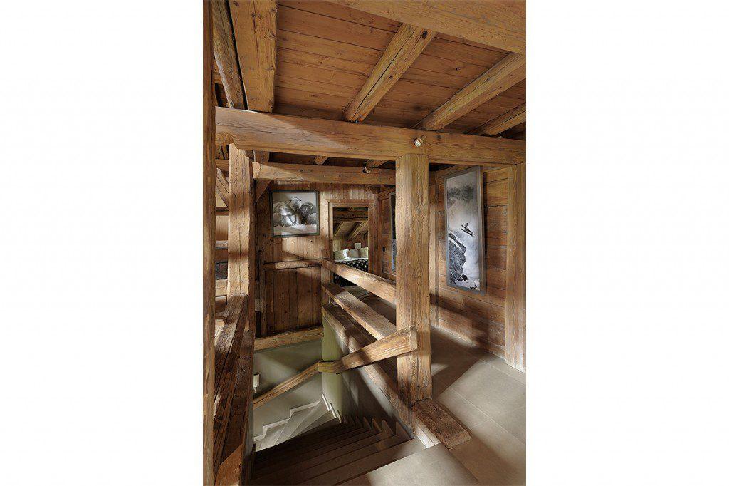 escalier bois chalet poutres