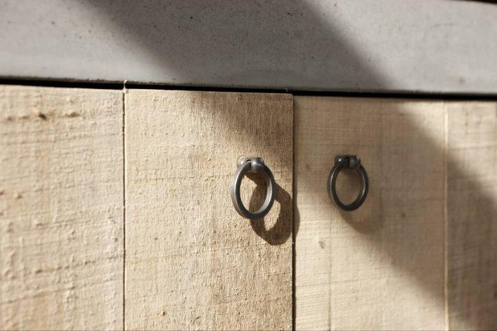 Cuisine bois beton ilot de cuisine design en bois et bton for Porte placard cuisine bois brut