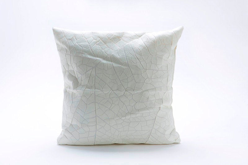 Coussin veine feuille nature blanc