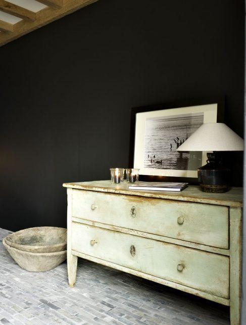 black wall modern